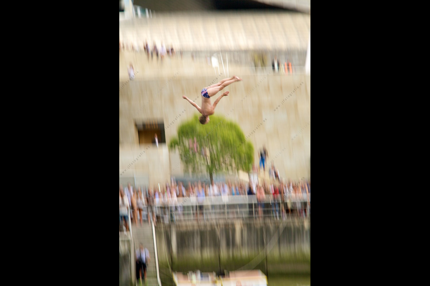fotografía barrido de saltador Cliff Diving de Red Bull en Bilbao